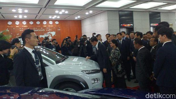 Bahlil: Pabrik Baterai Mobil Listrik Dibangun Agustus